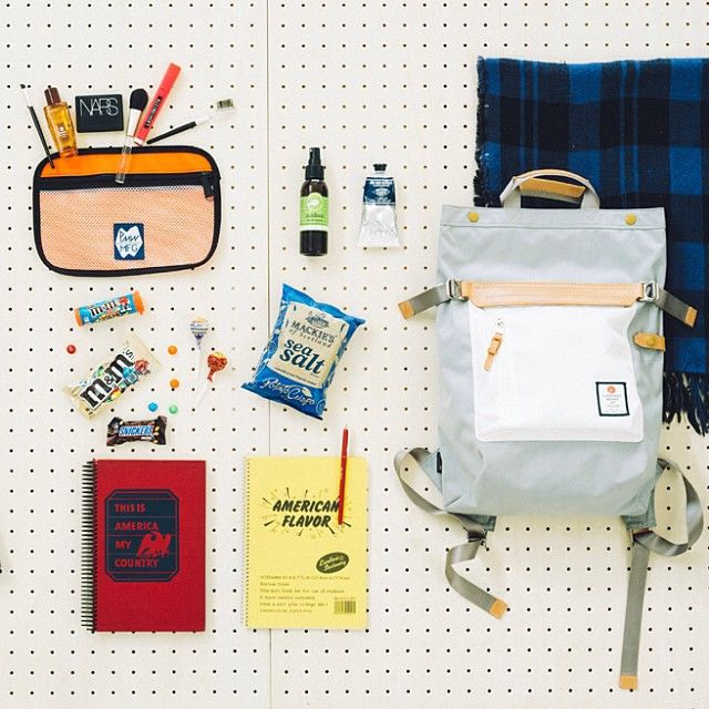 EYESCREAM.jp POST IT!  HIGHDENSITY 2WAY BACK-PACK. PeterMountainWorks Pouch. notebooks. and lovery lovery chocolate!  女の子にも人気があるHIGHDENSITYシリーズ。とくにこの型は薄マチで春にぴったりです。