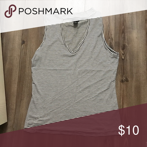 Rue 21 keyhole tank NWOT; no flaws. Super cute. Black and white striped Rue 21 Tops Tank Tops