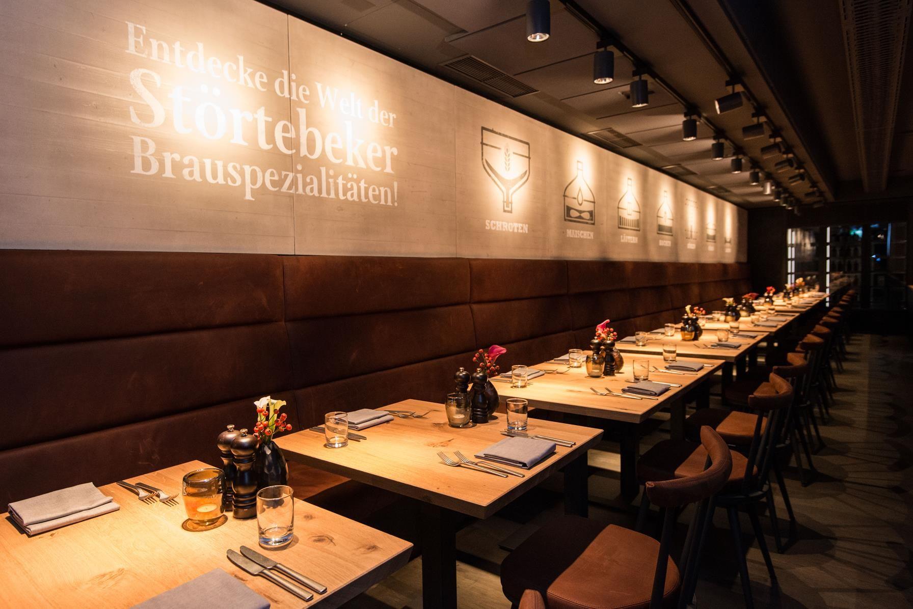Das Restaurant Beer Dine Mit 220 Sitzplatzen Designkonzept Formwaende Foto C Stortebeker Elbphilharmonie Designkonzepte Design Konzept