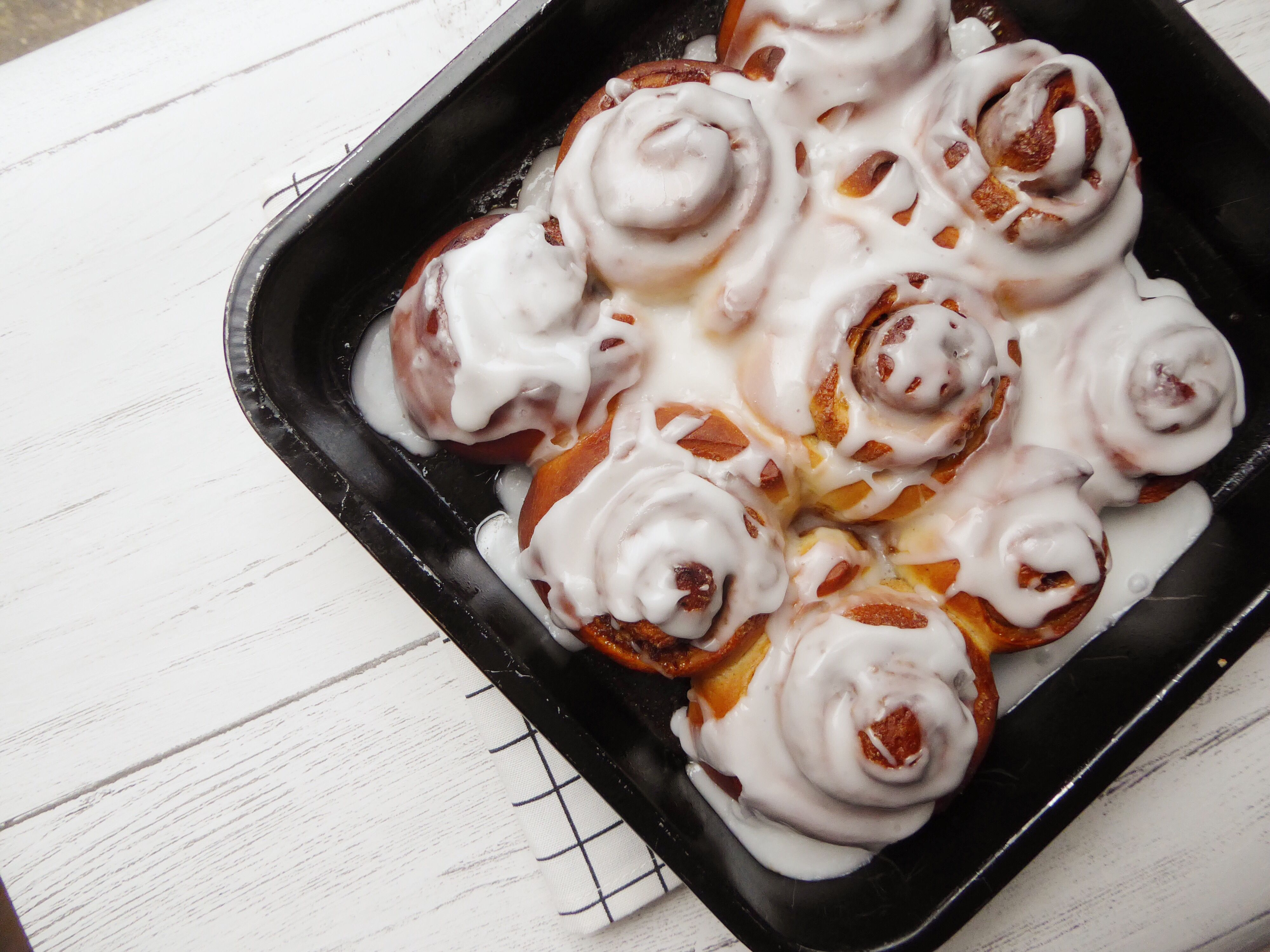 Easiest, vegan cinnamon rolls, perfect for breakfast, brunch, snacks, dairyfree