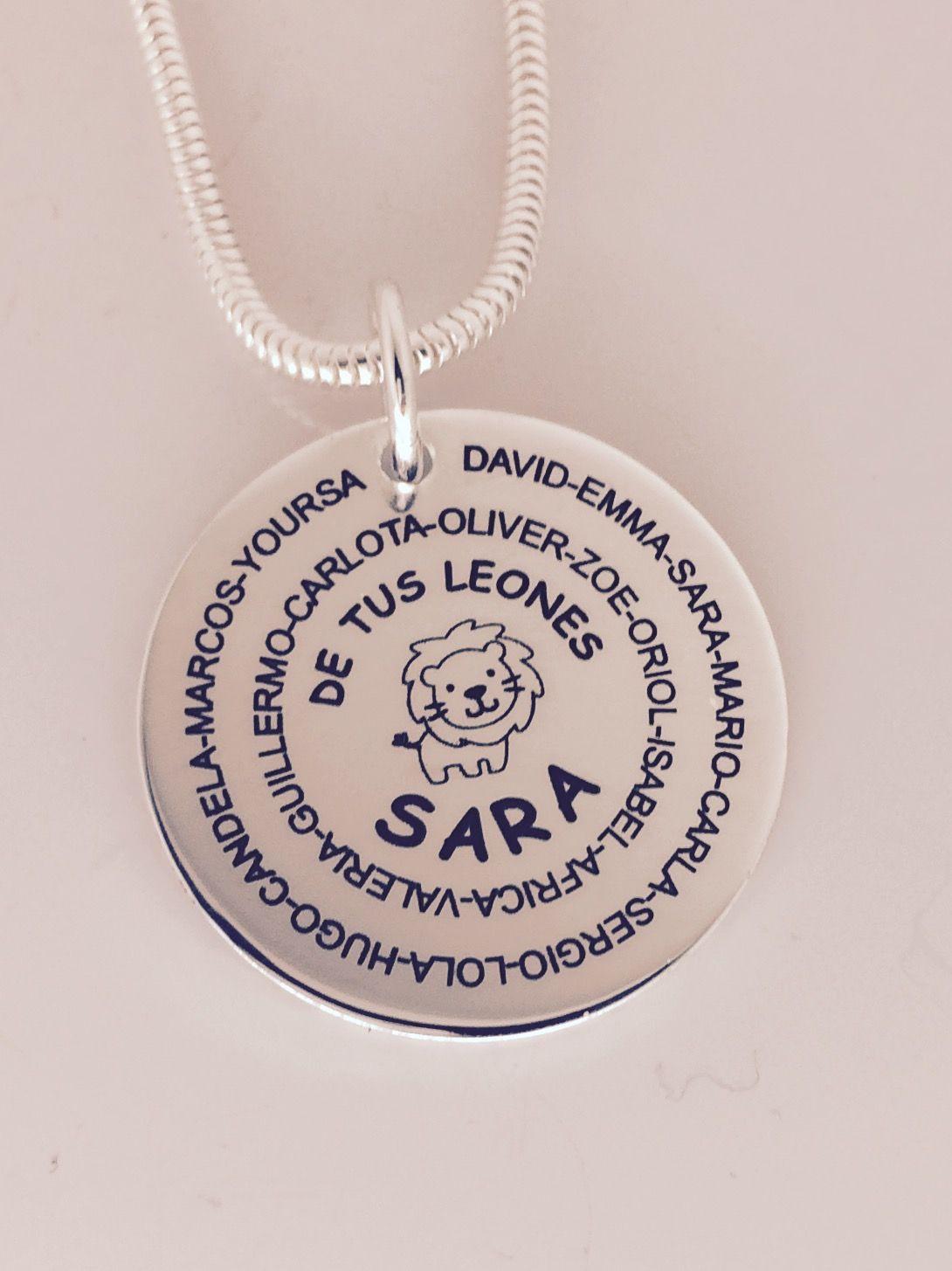 1850274704ba MEDALLON con cadena de cola de ratón en plata de ley. Regalo especial  grabado personalizado para la profesora de la clase de los Leones.