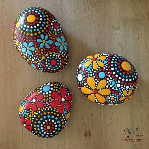 Rock arte regalos nicos piedras pintados por - Piedras de rio pintadas ...