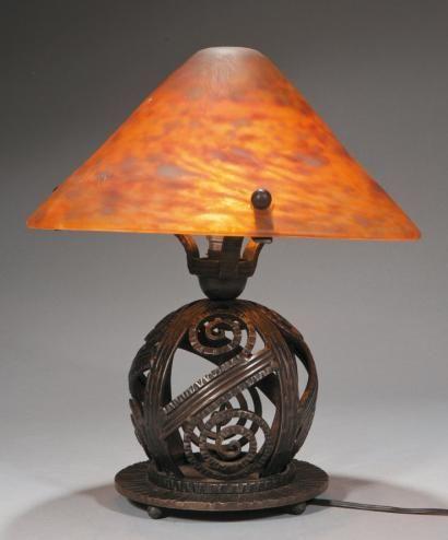 edgar brandt (1880-1960) et daum nancy lampe en fer forgé patiné