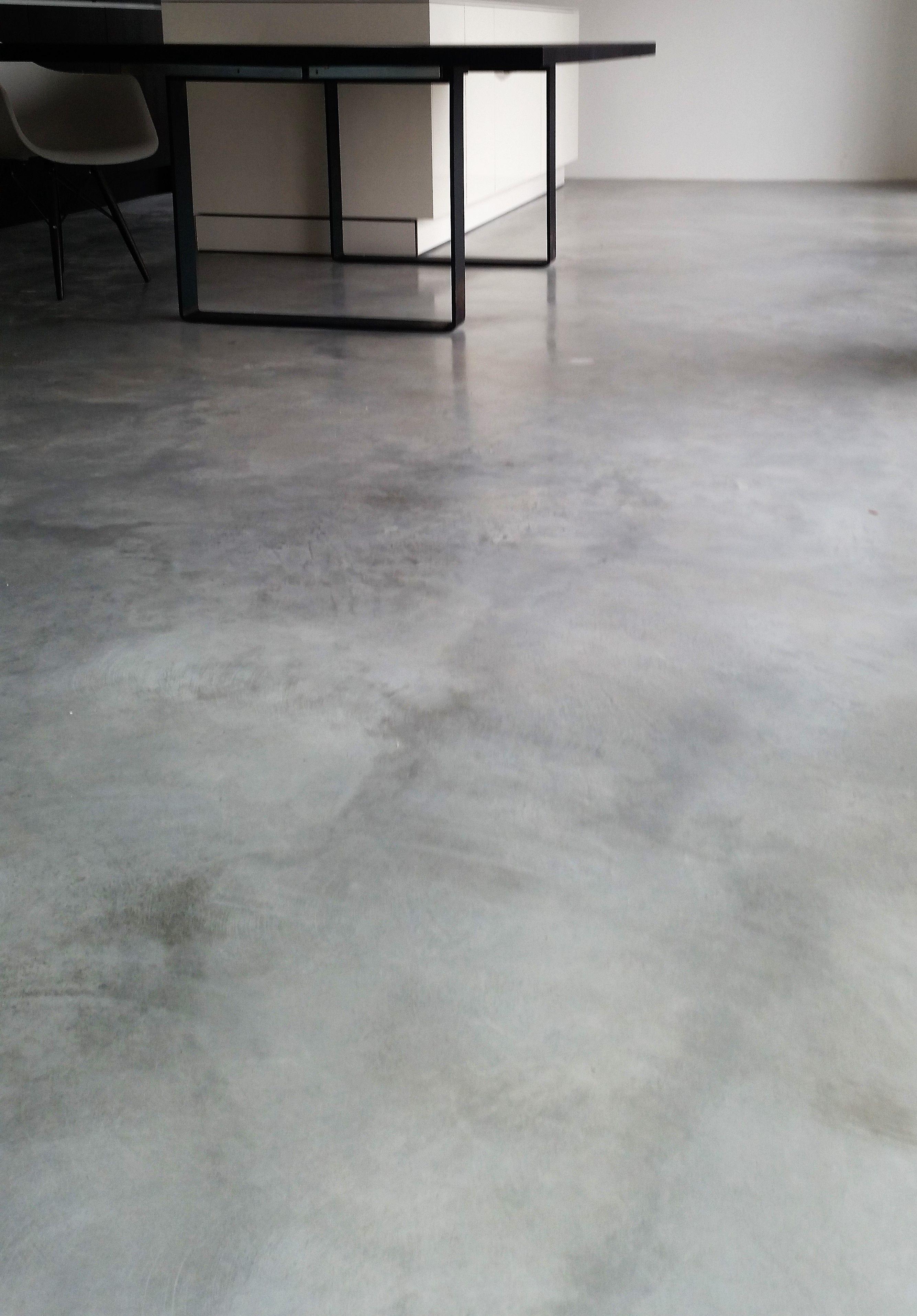 Betonboden Von Wohnbeton Sichtbeton Anstelle Von Estrich Als Fertiger Fussboden Www Wohnbeton Info Immer Ein Unikat Betonboden Design Fussboden Haus Boden