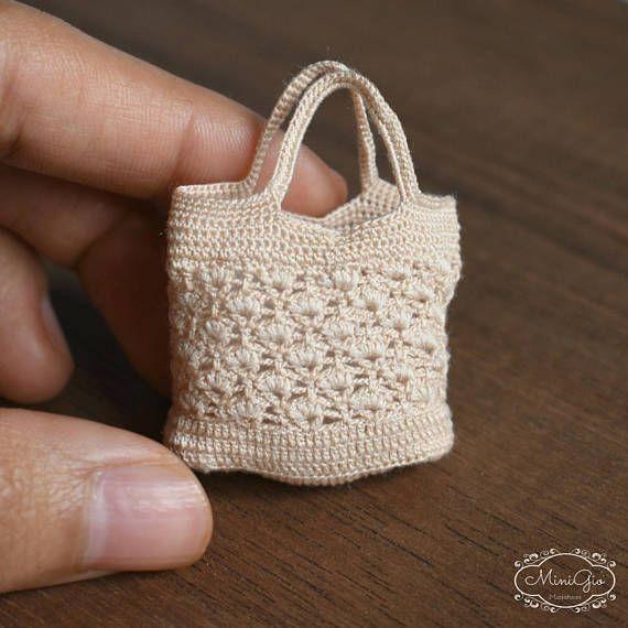 Miniature crochet bag for dollhouse in scale 1:12 by Minigio