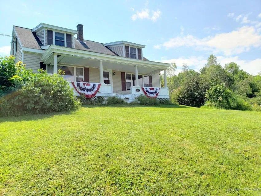c.1780 Maine Farmhouse For Sale w/3.5 Acres and Views
