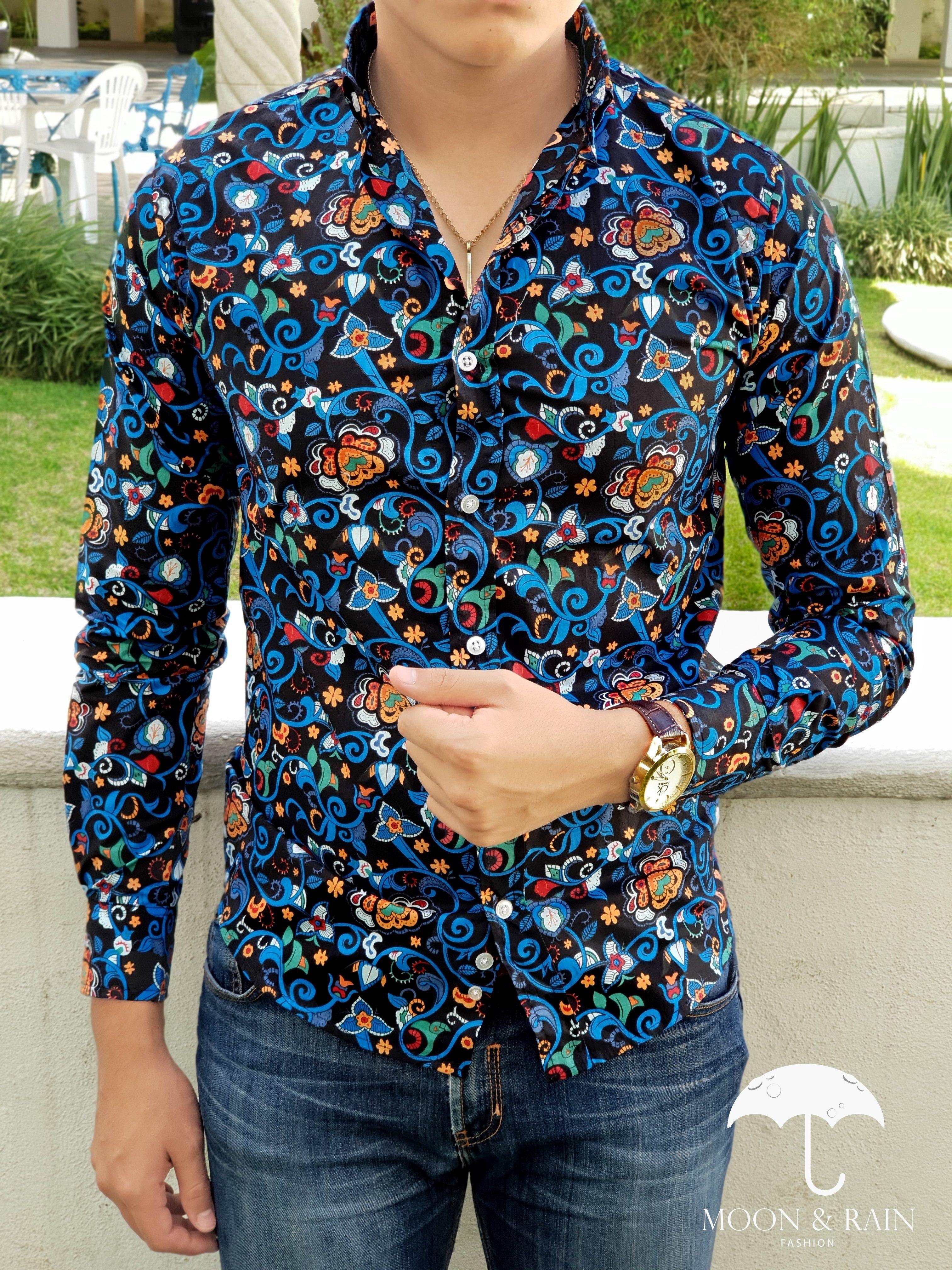 Outfit para hombre  camisa negra con flores de colores en manga larga y  jeans de mezclilla  6d3c6040c859f