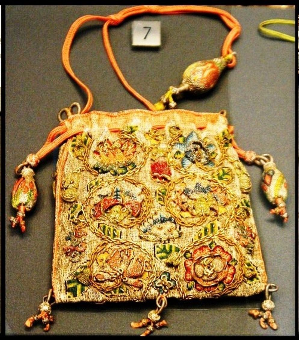 Sweet bag with detached needlelace elements - 16th or 17th century.