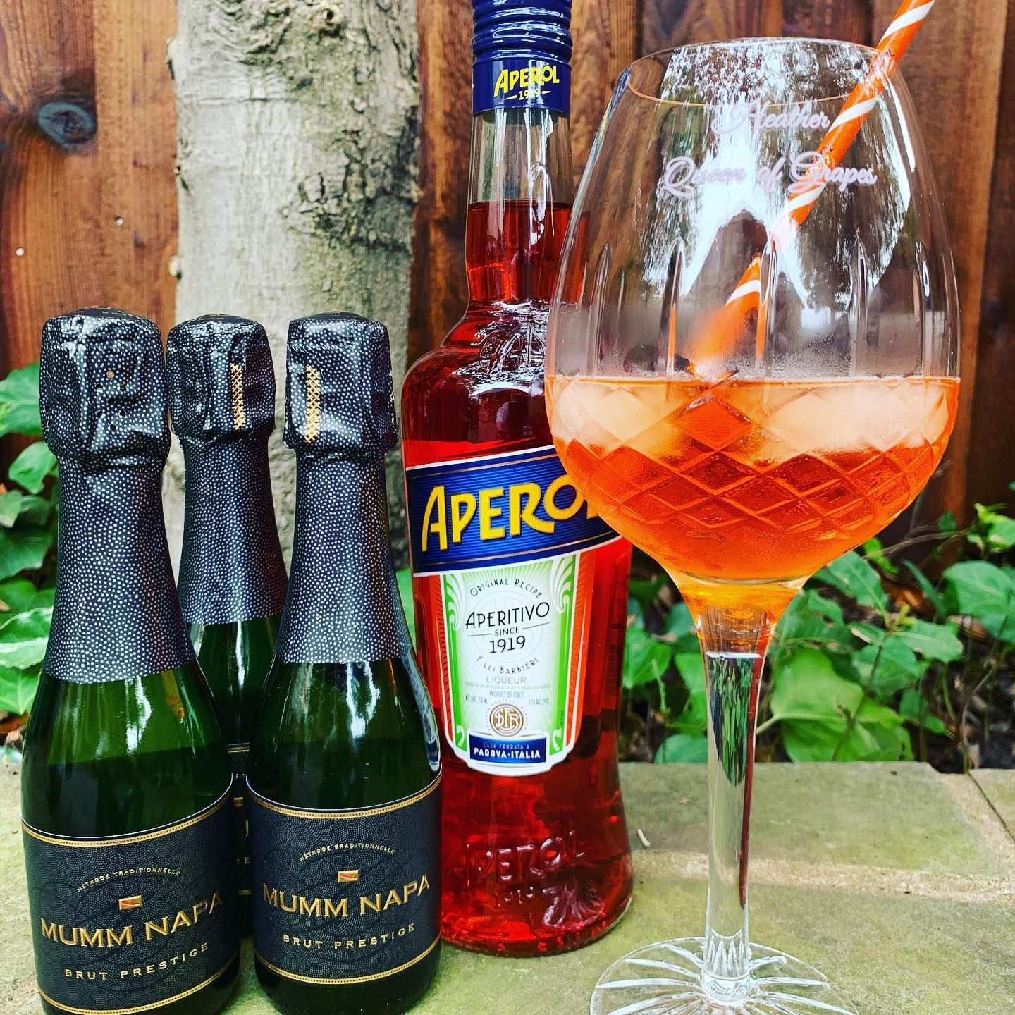 With Memorial Day Fast Approaching What Will Be Your Wine Based Cocktail The Aperol Spritzer Is Easy Breezy To Make L In 2020 Popular Drinks Sparkling Wine Spritzer
