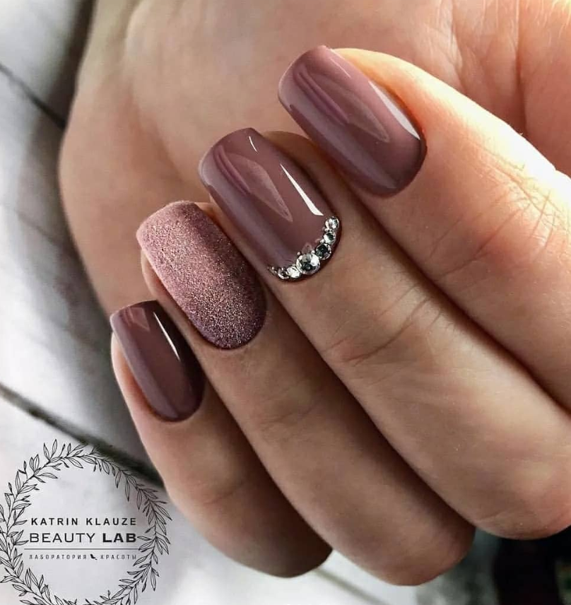 Acrylic short square nails design for summer nails, brown
