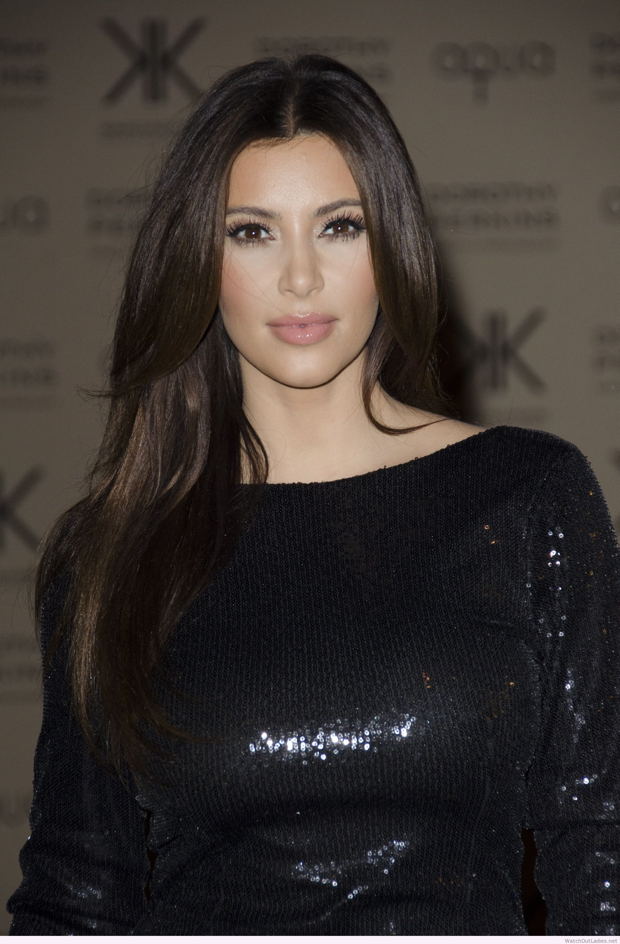 Black dress hairstyle - Kim Kardashian Glitter Black Dress Natural Makeup And Hair Look