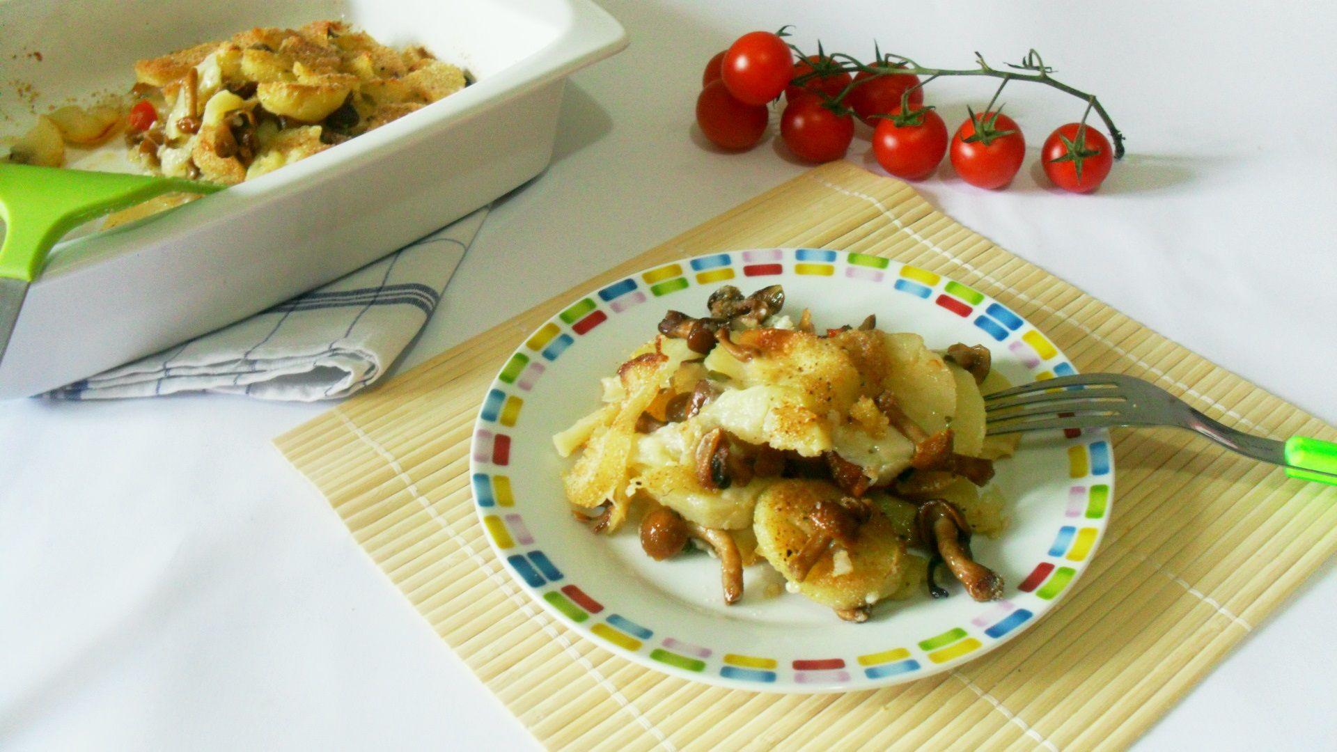 il timballo di patate con funghi è scamorza è semplice da preparare e molto gustoso..