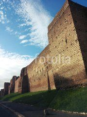 Le mura di Roma dalla macchina
