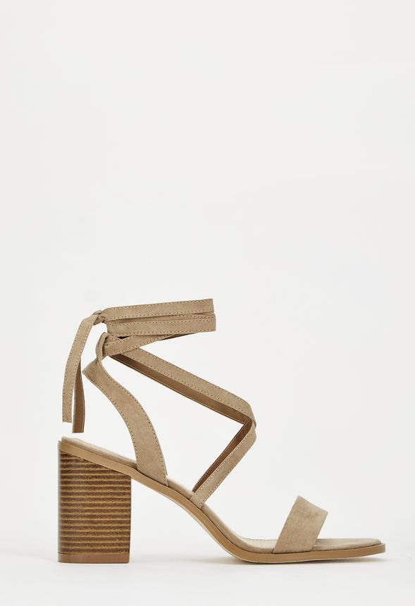 Nerity, moderne et élégante, sera votre nouvelle paire de chaussures à  talons. Avec son bout ouvert et ses lanières à la cheville, elle rendra  votre tenue ... a9d886b9c23b