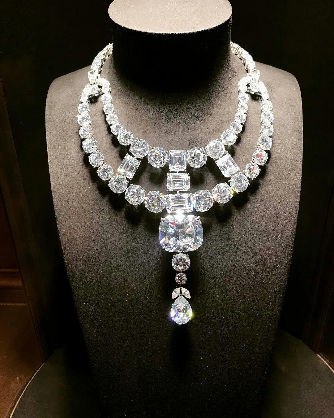 A Splendid Image Of Cartier S Jeanne Toussaint Necklace