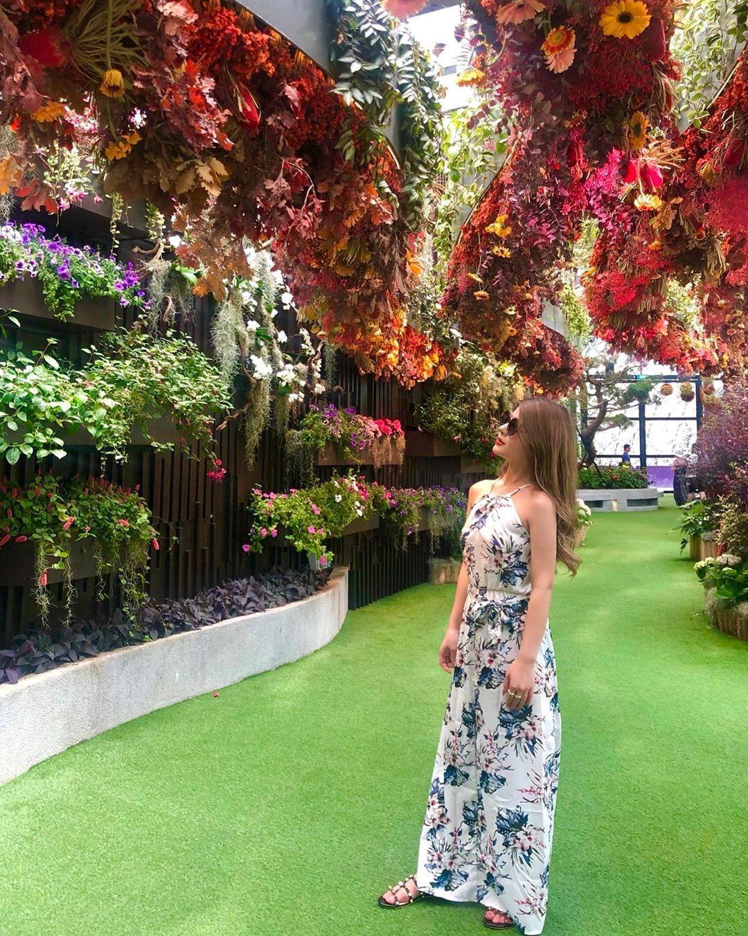 💐 . . 𝐅𝐥𝐨𝐫𝐚𝐥 𝐟𝐚𝐧𝐭𝐚𝐬𝐲🌼 . . お花いっぱいで良い香リだしとても素敵な空間だった🥰可愛い💕