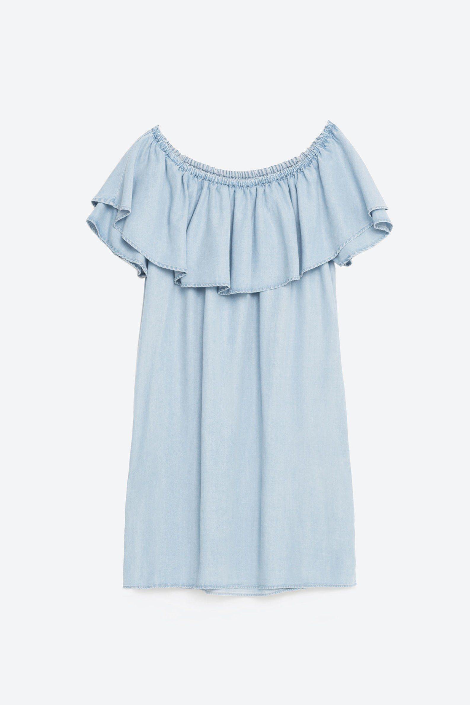 We Want Dakota Fanning S Off The Shoulder Zara Dress Denim Ruffle Dress Ladies Mini Dresses Womens Dresses [ 2379 x 1586 Pixel ]