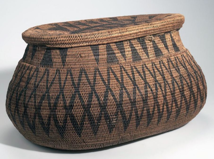 Africa | Basket with lid from Lealui, Barotseland; possibly from the Lozi or Barotse people | Plant fiber, dye, wood and cord | ca. 1907