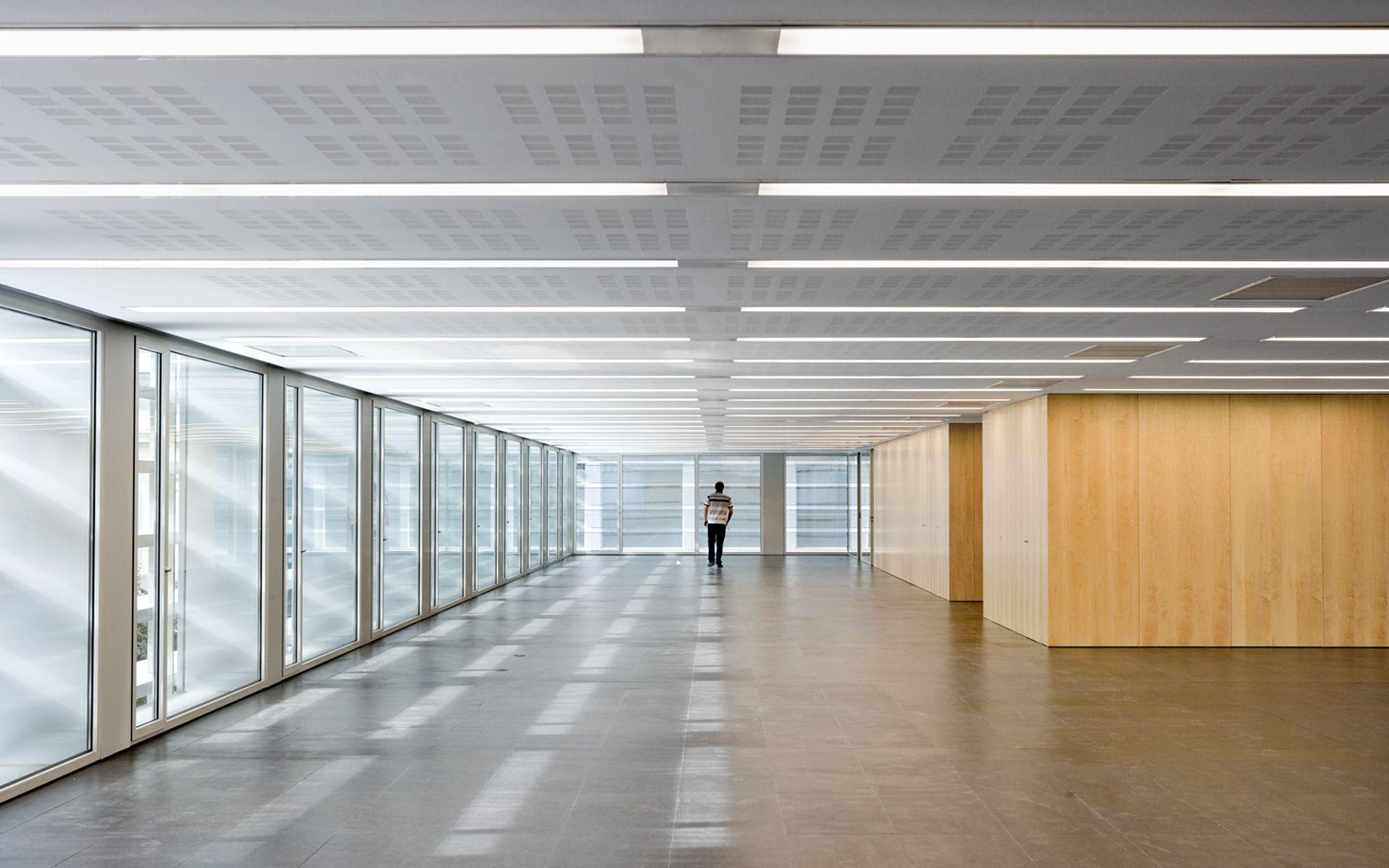 Bcq arquitectura barcelona pedro pegenaute edificio de oficinas de la tesorer a de la - Oficina seguridad social barcelona ...