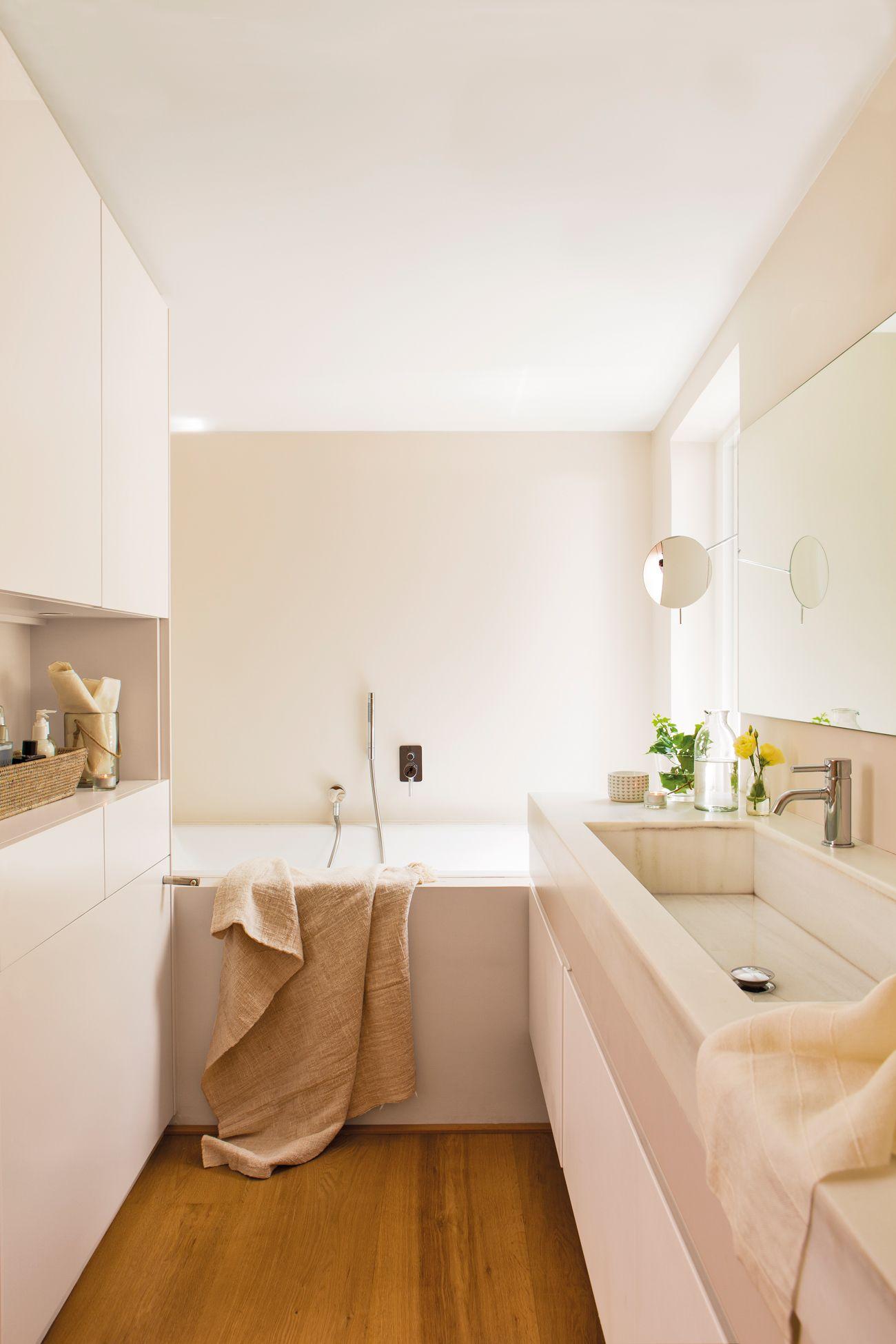 Baño pequeño en microcemento con madera 00436849