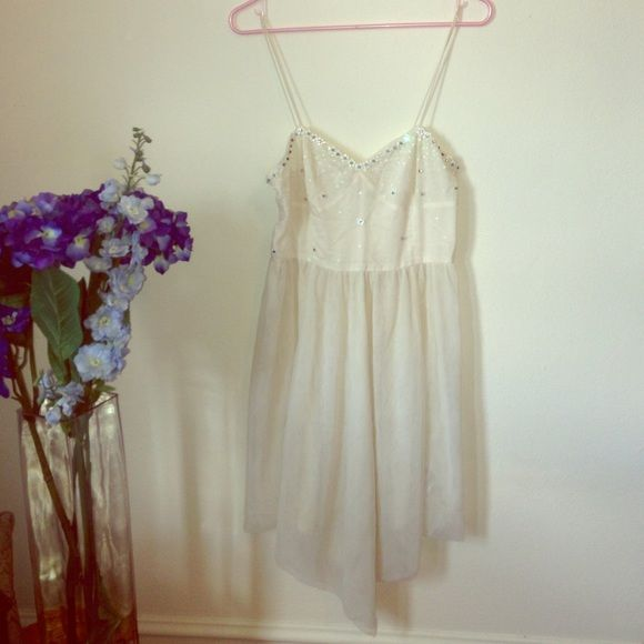 Free People Slip Floral Embellishments Sz M Beautiful slip by Free People with asymmetric hem and floral embellishments. As shown in the photos, it is missing a few beads. The bodice is lined, but the skirt is a see-through mesh material. Free People Dresses