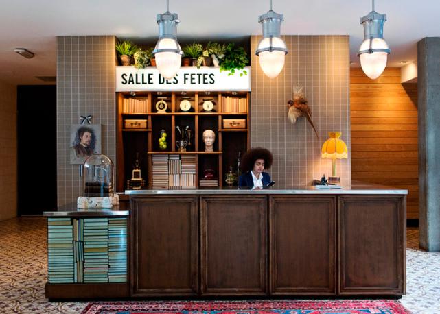 Concierge counter los angeles california palihouse hotel interiors hotels restaurants - Formation de concierge d immeuble ...