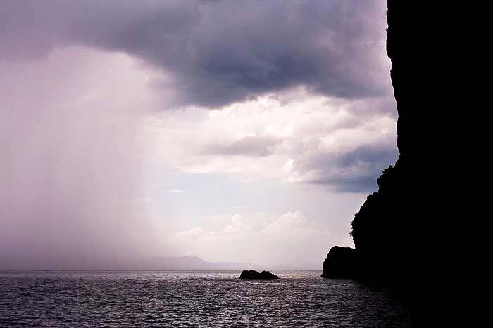 Sadekausi ei ole syy jättää väliin Thaimaan-matkaa – päinvastoin sadekausi on hyvä syy nimenomaan matkustaa Thaimaahan. Lue 10 syytä, miksi Thaimaahan kannattaa matkustaa juuri sadekaudella:
