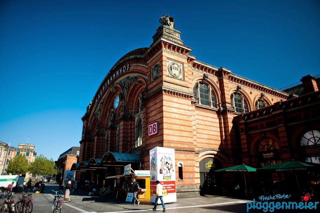 Viel Arbeit, viel Ehr! Malerarbeiten an der Fassade des Bremer Hauptbahnhofs.
