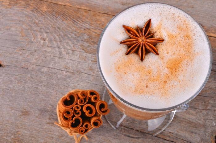 10 Razones de por qué la cúrcuma es genial para remedios medicinales y cómo preparar un Té Chai de Cúrcuma