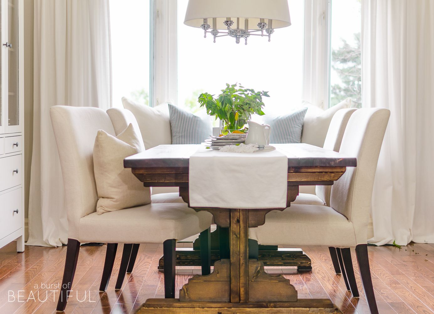 Build a beautiful farmhouse dining room table with these