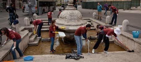 Gassmann lancia il motto  #Romasonoio  Scatta la mobilitazione per pulire la città