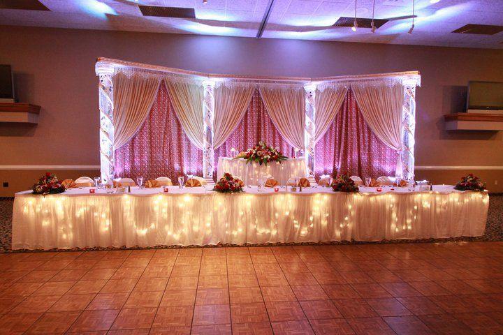 Head Table I Like The Cake Behind The Head Table So You: Wedding Reception Head Table Setup