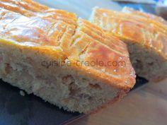 Voici un gâteau typique bien remplissant… à l'apparence d'un gâteau breton ou basque. Il est fourré avec de la confiture de noix de coco, mais l'on peut varier avec de la confiture de banane, goyave… ** vous pouvez vous passer de l'œuf pour un gâteau encore plus compact, comme à l'époque** Pour un moule de...