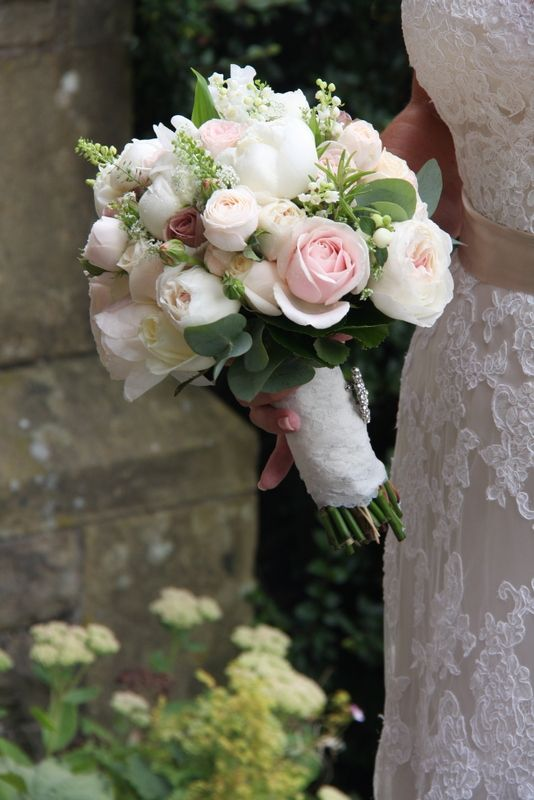 The Bridal Bouquet was so beautiful and included fresh Lily of the Valley, Snowberry, Dill, Sweet Peas, white Peonies, English Garden Roses from David Austin, Sweet Avalanche, Amnesia, Bombastic, Vendella and 4 Good Roses with fresh Rosemary, Eucalyptus and Thalaspi #whitebridalbouquets