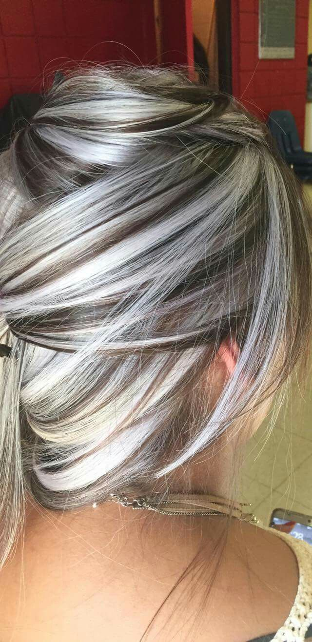 Pin By Angelica Baruch On Pelo Corto Gray Hair Highlights Grey Hair Color Silver Hair Styles