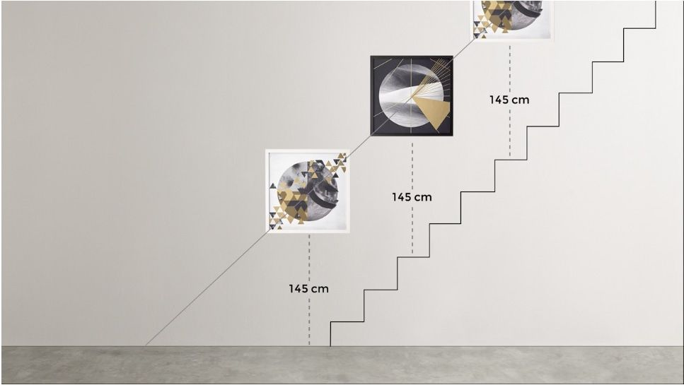 Follow Our Step By Step Guide On How To Hang A Picture And Get It Right First Time Every Time Inspiratie Vloerkussens Idee