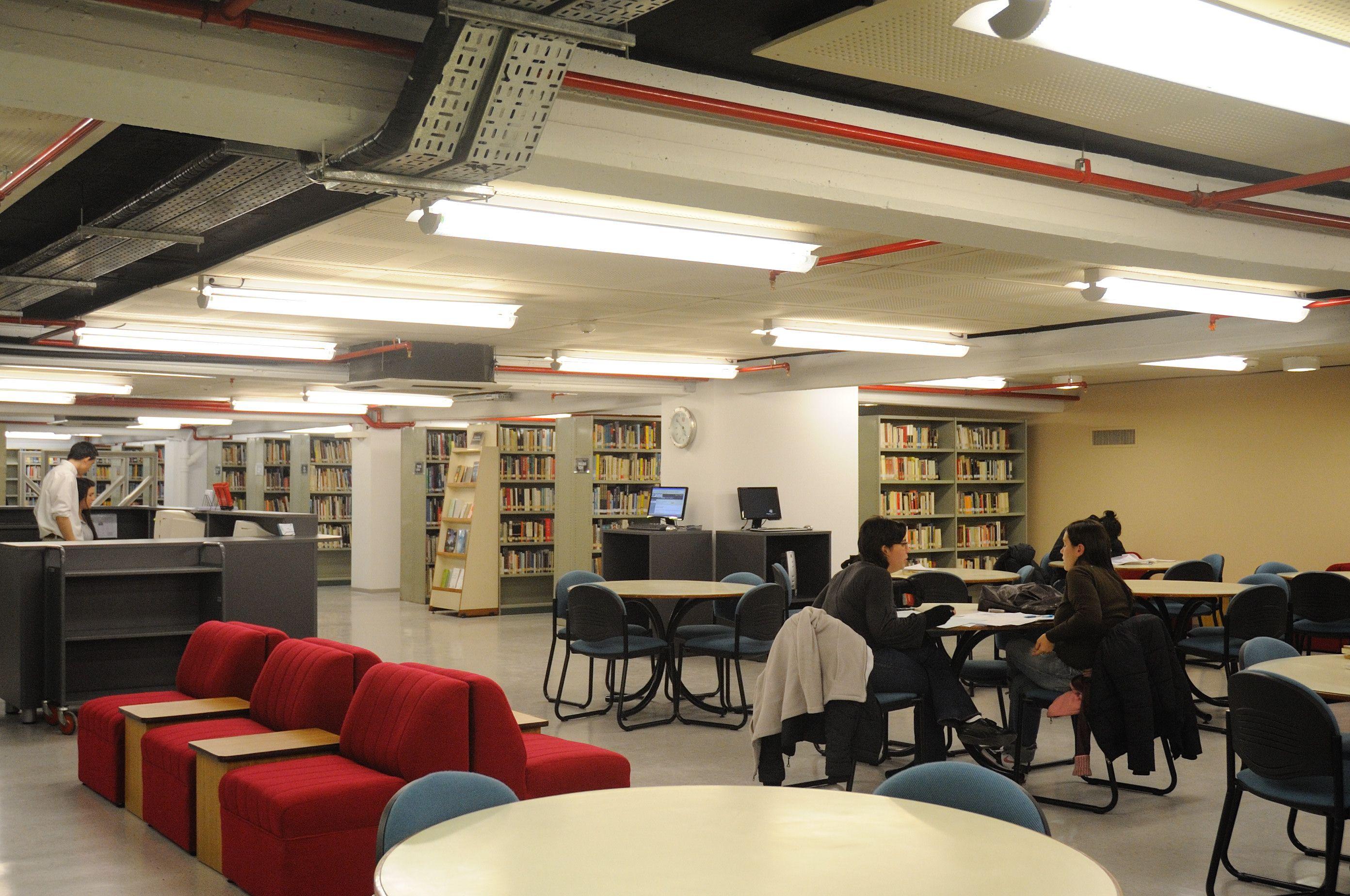 Biblioteca - Sede Mario Bravo 1050 - Universidad de ...