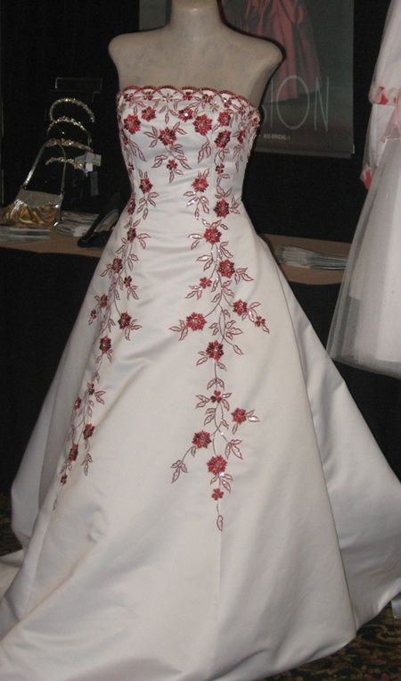 Color embroidered wedding dress