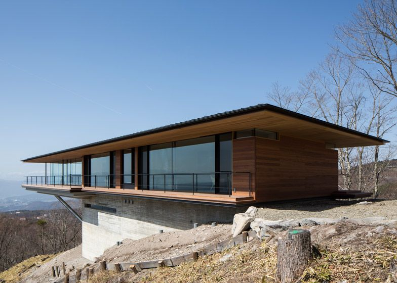 Mountainside Home By Kidosaki Architects Extends Out Into The Sky Modern Architecture House Architecture Floating House