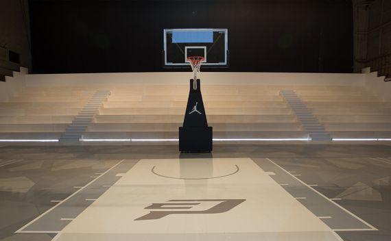 Jordan Hangar Basketball Court In Los Angeles Basketball Basketball Court Los Angeles