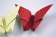 So filigran, so hübsch und so dekorativ: Origami Schmetterlinge kannst Du ganz einfach selbst falten. Jetzt Origami Schmetterling basteln!