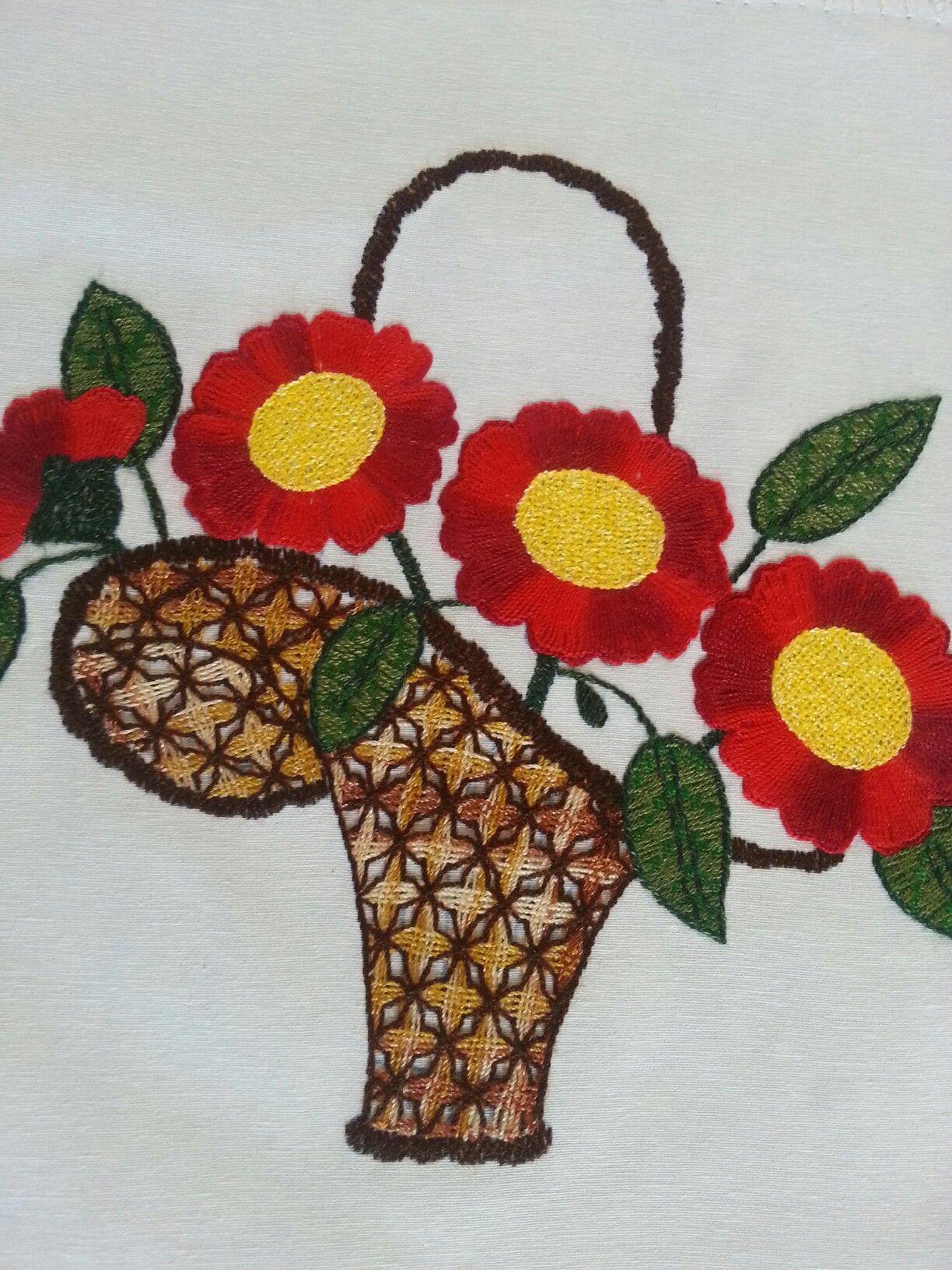Canasta Con Flores Rojas En Bordado Fantasia Bordado Fantasia