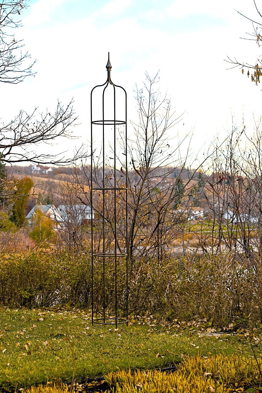 10 foot Metal Obelisk made by theclassicgarden.ca Garden