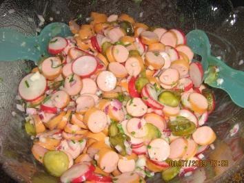 Photo of Wienerlesalat Salat mit Wiener Würstchen, Radieschen, Gürkchen und leckerem Dressing – Rezept mit Bild