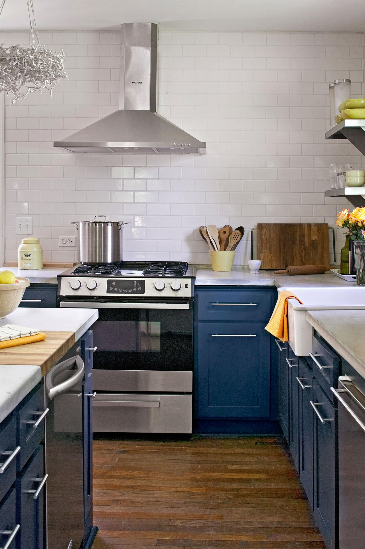 25 Winning Kitchen Color Schemes For A Look You Ll Love Forever In 2020 Kitchen Colour Schemes Kitchen Remodel Kitchen Cabinet Color Schemes
