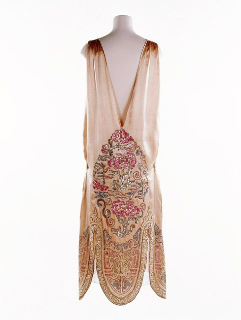 This embroidered satin dress in a Chinese style is one of Norman Hartnell's earliest known designs. 1924-1926
