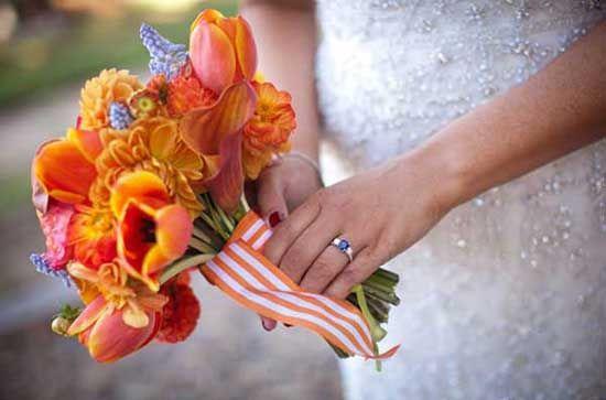 5 orange brautstrauss band weiss strauss bild Hochzeit in Orange – Eine Farbe für Herbst und Lebenslust