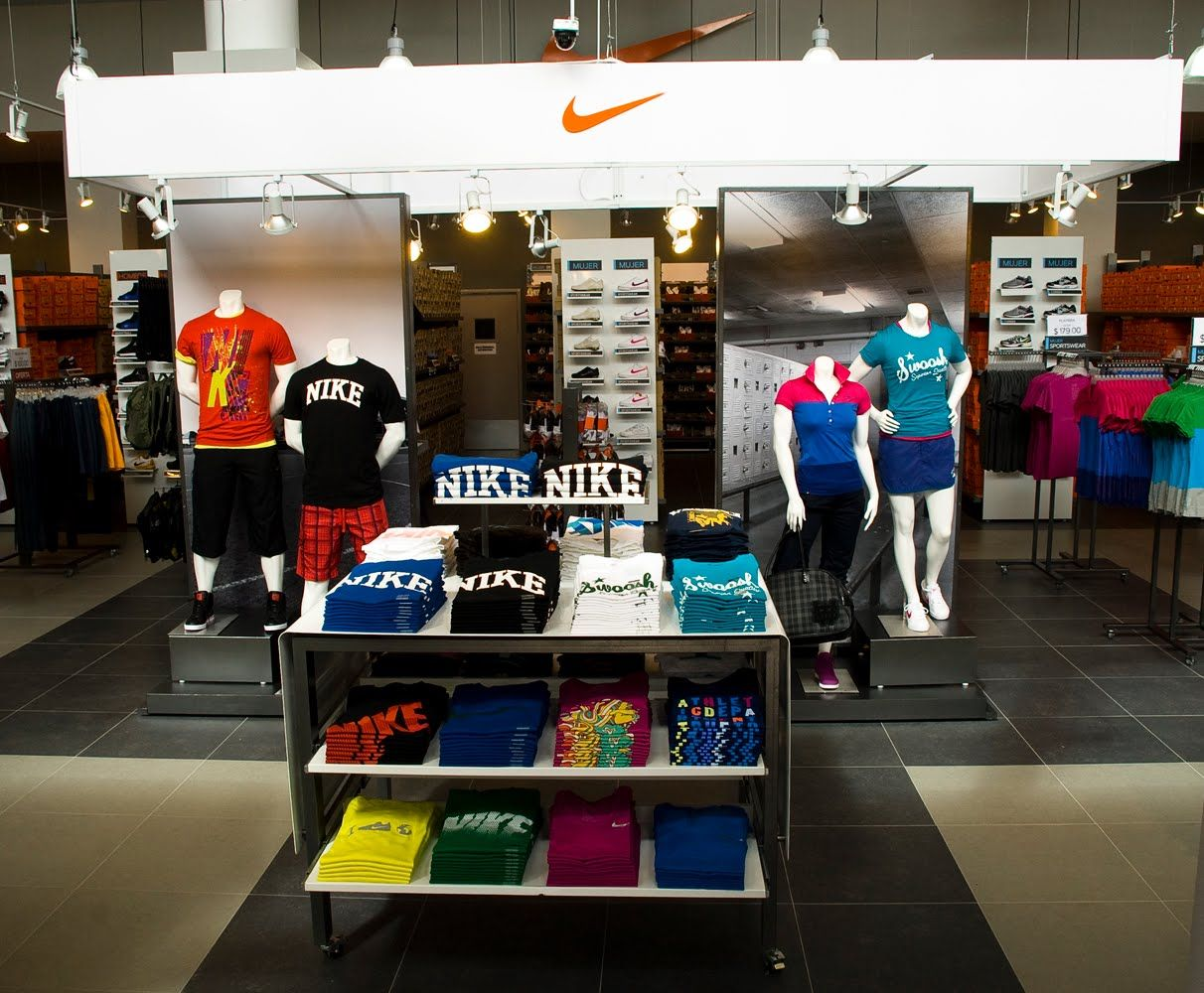 Nike Factory Store 2 8 Out Of 5 Based On 13 Ratings Nike Store