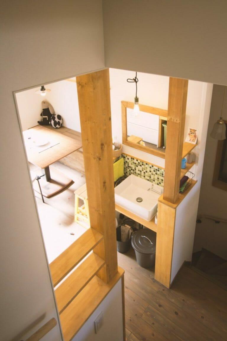 慌ただしい毎朝のヒトコマにほっと和むポイントを。朝の目覚めが嬉しくなるように、3Fの寝室から降りてきて一番に目に入る洗面のタイルにお気に入りのカフェと同じものを採用しました。(木造戸建リノベーション 京都市中京区) | 京都の住宅リノベーション専門会社(マンション・中古物件など) | ミセガマエヤ