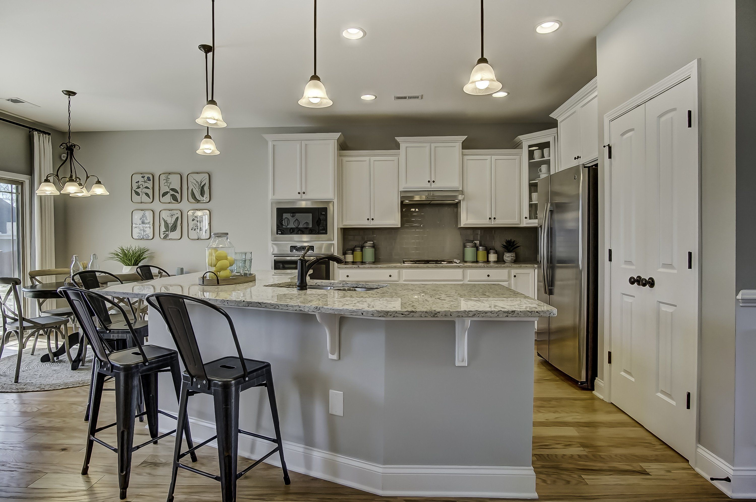 There Are 2 Types Of Kitchen Island Heights With Seating So Which Is Bette In 2021 Kitchen Island Bar Height Curved Kitchen Island Kitchen Island With Table Attached